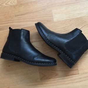 Steve Madden Sz8.5 Black Slip On Booties